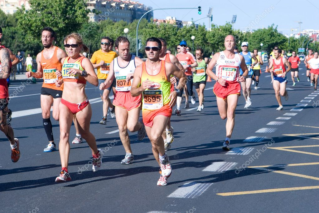 VALENCIA, SPAIN - JUNE 20: Runners compete in the XII 6km Carrera Popular Tendetes run on June 20, 2010 in Valencia, Spain. — Stock Photo #8704813