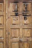 Porta in legno rustico, stile spagnolo, invecchiato trama — Foto Stock