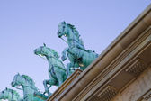 Brass horses over neoclassical ceiling — Stock Photo