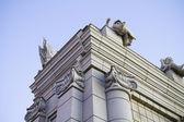 классический стиль столбцов в ионического ордера по внешнему виду современного здания. — Стоковое фото
