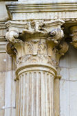Corinthian column capital, facade of the University of Alcala de Henares, Madrid, Spain — Stock Photo