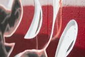 Roten buchstaben graffiti-wand mit schärfentiefe in spanisch-straße — Stockfoto