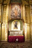 Gouden kapel, cijfers en schilderijen van gotische stijl — Stockfoto