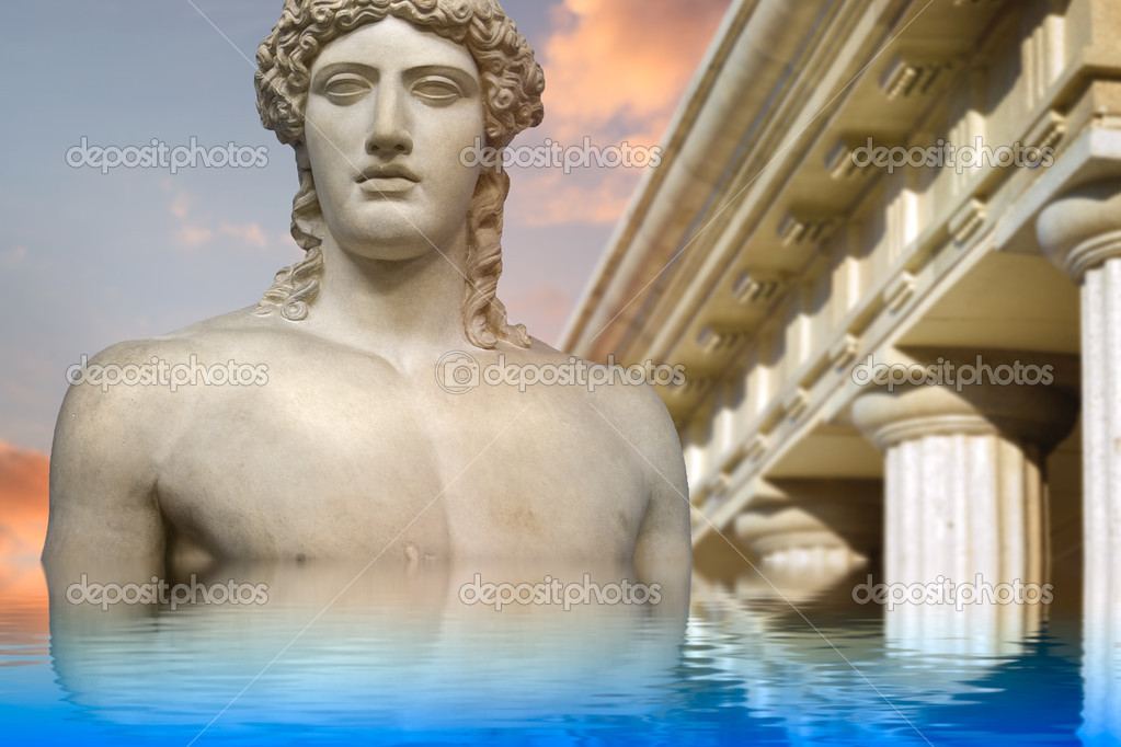 Statue of Hercules  Ancient Art reflected in a calm sea. — Stock Photo #10398728