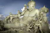 Sculpture of the god Zeus and his children, classic Greek art — Foto Stock