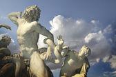 Escultura de caroonte e seus filhos. — Fotografia Stock