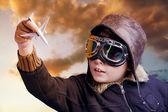 Hraje se profesionální pilot při západu slunce — Stock fotografie