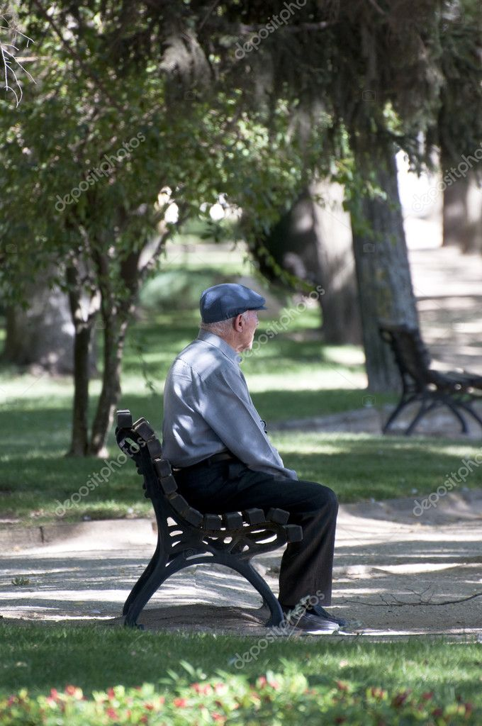 Old man picture. Outdoor view. Park — Stock Photo #8778807