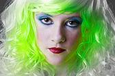 Dziewczyna poważne zielone fairy — Zdjęcie stockowe