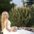 Beautiful bride posing in her wedding day — Stock Photo