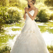 Beautiful bride posing in her wedding day — Stock Photo #8695437