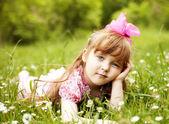 Criança feliz ao ar livre — Fotografia Stock