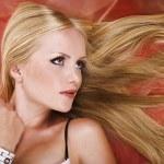 twarz uroda kobieta z długimi blond włosami prosto — Zdjęcie stockowe