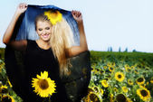 The girl and sunflowers — Stock Photo