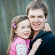 A young Dad with his 5 year old daughter — Stockfoto