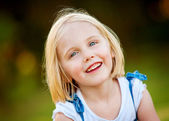 A beautiful young girl smiling outdoors — Stock Photo
