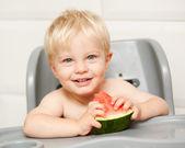 A adorable toddler eats watermelon — Stock Photo