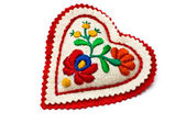 Heart shaped needle pillow decorated with Hungarian embrodiery — Stock Photo