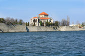 Castle of Tata with the lake — Stock Photo