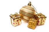 Złota ozdoba bożego narodzenia z pudełka — Zdjęcie stockowe