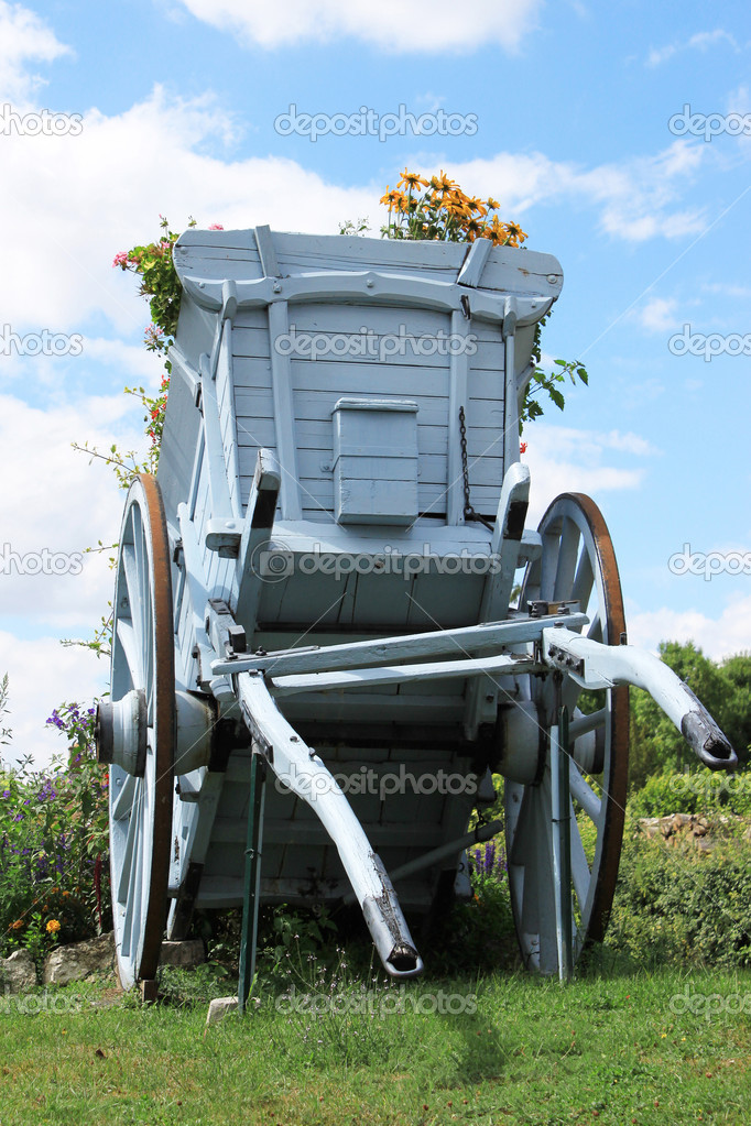 A cart for agriculture with flowers — Stock Photo #9347185