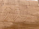 Wall with ancient egyptian symbols in luxor — Stock Photo
