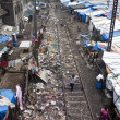 Slum near railway in Mumbai — Stock Photo