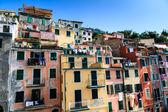 Mycie linii ubrań w riomaggiore, cinque terre, włochy — Zdjęcie stockowe