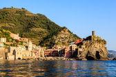 закат в деревне вернацца в чинкве-терре, италия — Стоковое фото