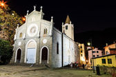 Illuminated Church in the Village of Riomaggiore at Night, Cinqu — Stockfoto