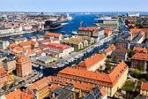 Letecký pohled na střechy a kanály v kodani, dánsko — Stock fotografie