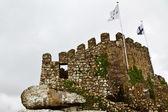 Torre y la pared en el castillo morisco, cerca de lisboa, portugal — Foto de Stock