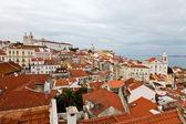 панорама квартала алфама в лиссабоне, португалия — Стоковое фото