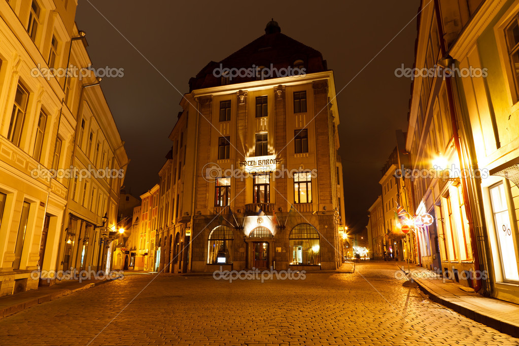 Street of Old Tallinn in the Night, Estonia — Stock Photo #8733100