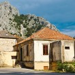 Medieval Pirate City Omis on the River Bank near Split, Croatia — Stock Photo