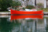 Red Boat at Dock on Cetina River near Omis, Croatia — Stock Photo