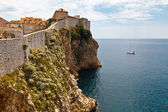 Yacht Approaching Impregnable Walls of Dubrovnik, Croatia — Stock Photo