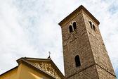 Fachada antiga igreja e o sino da torre em rijeka, croácia — Foto Stock