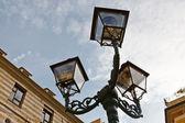 αντίκες χάλκινο lamppost στη γένοβα, ιταλία — Φωτογραφία Αρχείου
