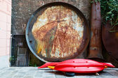Huge Rusty Frying Pan for Fish in the Backyard in Camogli, Italy — Stock Photo