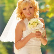Close_up portrait happyness married bride with bouqet of roses. — Stock Photo #8851960