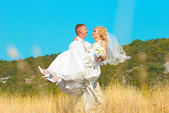 Happyness couple walking in the field — Stock Photo