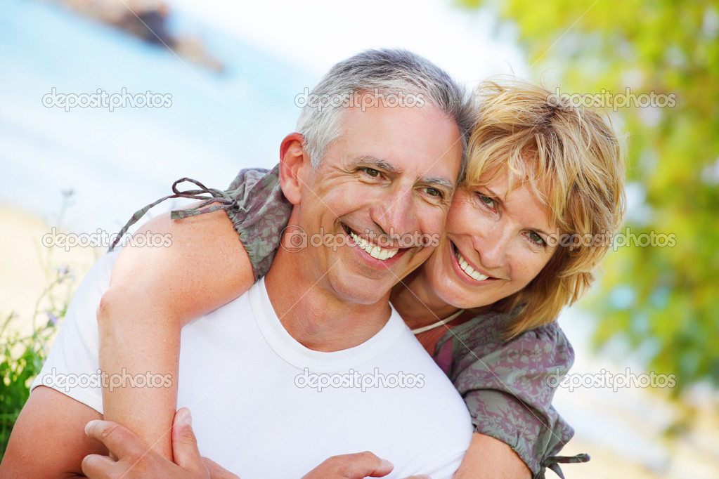 Close-up portrait of a mature couple smiling and embracing.  — Stock Photo #8714415