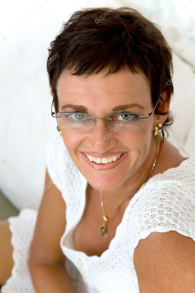 Beautiful mature woman smiling. — Stock Photo #8723425