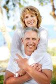 Starší pár, s úsměvem — Stock fotografie