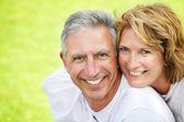šťastný starší pár s úsměvem. — Stock fotografie