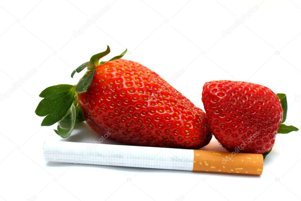Choosing healthy life style- fresh fruits or cigarettes? — Stock Photo #9850141