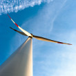 Wind turbine in front of blue sky — Foto de Stock