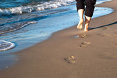 Footprints on the beach — Stok fotoğraf