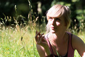 V1 young woman in the grass — Stock Photo